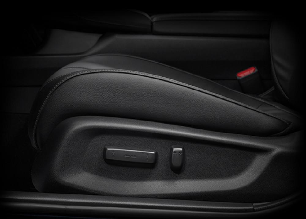 8-Way Driver Power Seat Adjuster, 4-Way Front Passenger Seat Adjuster