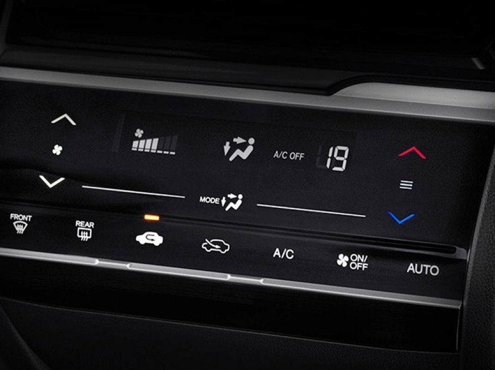 Auto AC with Smart Touch